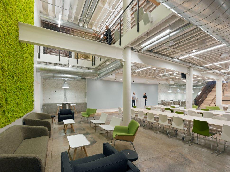 עיצוב חלל עבודה המשקף טבע מודרני פתוח וזורם. משרדי חברת  ZENDESK בסן פרנסיסקו